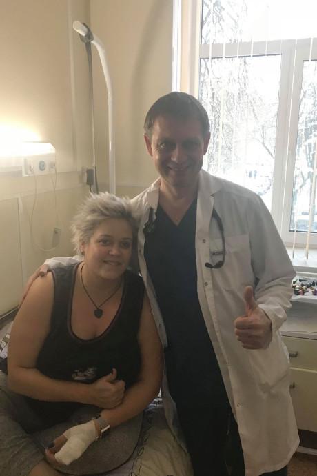 Gulle gever doneert tienduizenden euro's aan MS-patiënte Willeke Kafoe: 'Een engel'