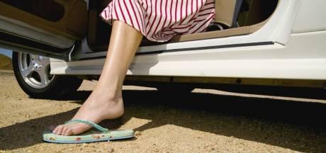 Mag je nou wel of niet autorijden met slippers aan?