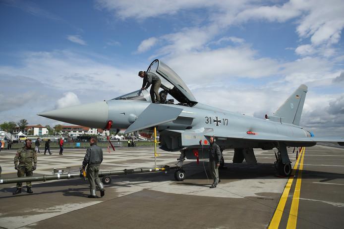 Aan de oefening vanaf vliegbasis Gilze-Rijen doen onder meer twee Eurofighters mee.  Deze Europese jets halen een snelheid van 2.495 km per uur.
