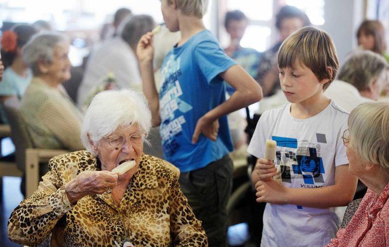 'Alsof er een kleinkind op bezoek komt dat echt belangstelling heeft' Beeld anp