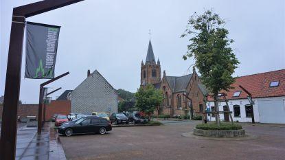 Rondpunt in Ettelgem krijgt tijdelijk tiental parkeerplaatsen