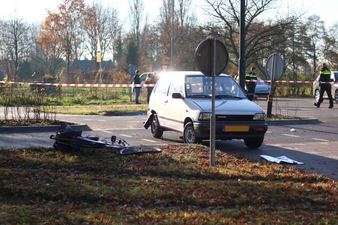 De fietser werd geschept door een personenauto.