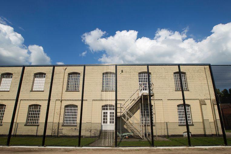 De gevangenis van Merksplas werd gedeeltelijk geëvacueerd nadat een gedetineerde zijn cel in brand had gestoken.