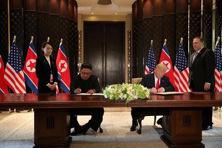 De leiders ondertekenen allebei een verklaring die de start van het vredesproces inluidt.