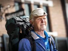 Jan (71) uit Dalfsen loopt naar Rusland maar weet niet of hij het land in mag: 'Zien we dan wel weer'