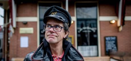 Guus Bauer uit Enschede schrijft roman over zijn vader, die hij amper heeft gekend: 'Ik laat hem één dag terugkeren'
