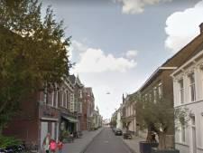 Man slaat uit het niets in op twee mannen in Tilburg