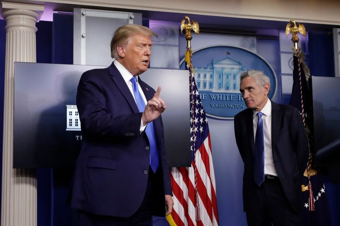 President Trump en dokter Scott Atlas.