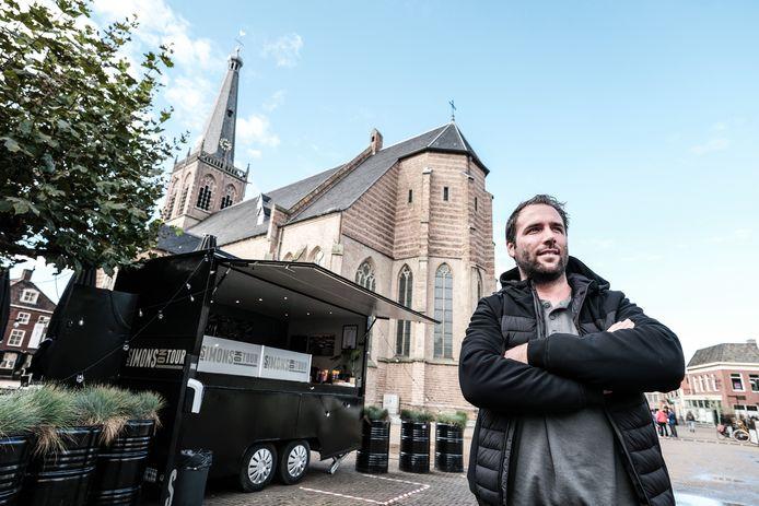 Robby Welling op het Simonsplein in 'zijn' Doetinchem.
