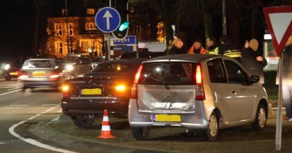 Drie autos betrokken bij kop-staartbotsing op afrit van A2 in Vught.
