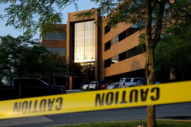 Het gebouw waar de redactie van de Capital Gazette gevestigd is, is na de schietpartij afgezet door de politie.