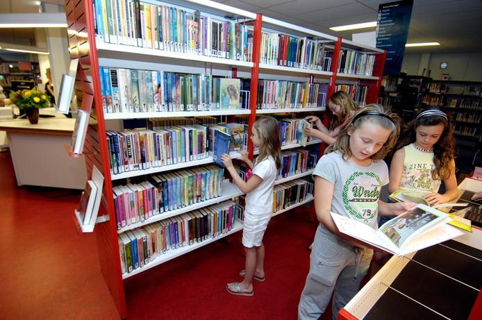 Maar boeken blijven er natuurlijk ook in de bieb (foto 2009).