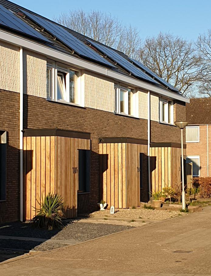 De volledig gemoderniseerde huurwoningen van Woonstichting Hulst in de Moerschansstraat die bij wijze van proef zijn uitgerust met de modernste energiebesparende technologie.