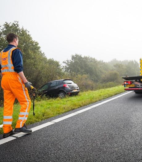 Weer auto's van de weg in beruchte bocht A28 Hattemerbroek