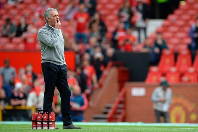 José Mourinho langs de lijn bij Manchester United. Beeld AFP