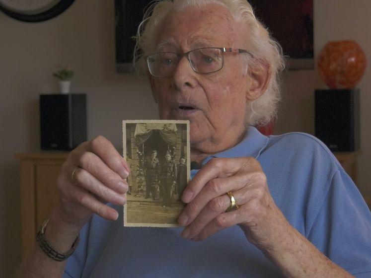 Jan (94) vraagt jongeren nog even niet te feesten: 'Ik was 10 jaar van mijn leven kwijt'