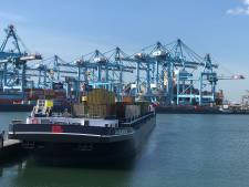 De Rotterdamse haven draait alsof er niets aan de hand is, maar wacht op de coronaklap