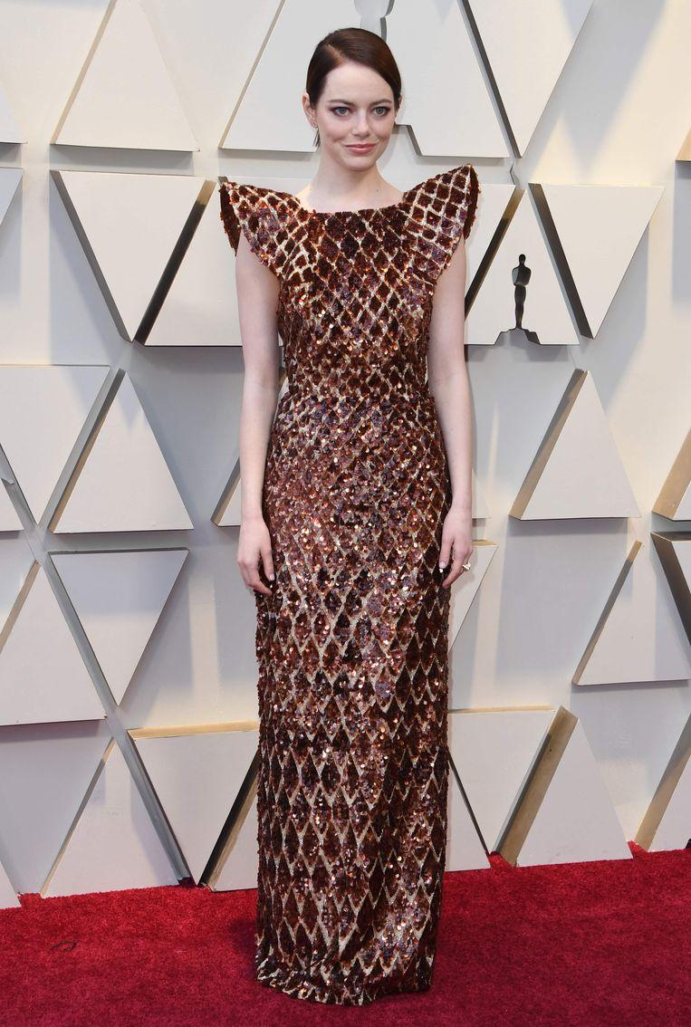Volgens sommigen lijkt ze op een wafel, maar persoonlijk zijn wij wel fan van de Louis Vuitton-jurk van actrice Emma Stone - en dan vooral van de futuristische kapmouwen.