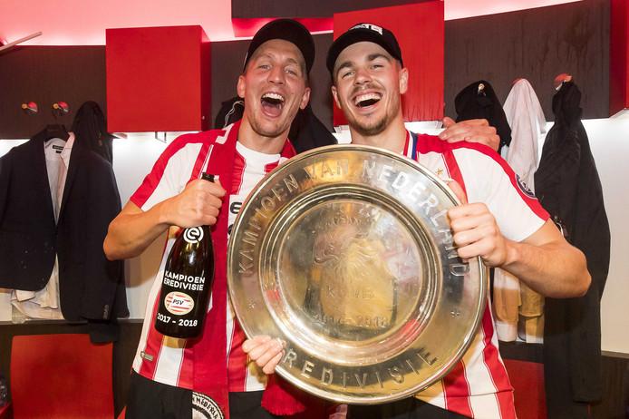 Luuk de Jong (l) maakte de 2-0 in de kampioenswedstrijd.