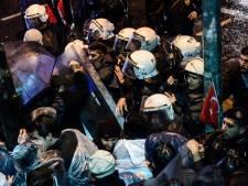 Politie en betogers botsen bij Turkse oppositiekrant