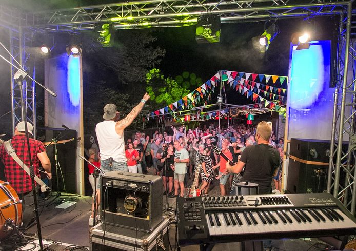 Muziekfestijn Jak & Rock mag als bestaand evenement in Rijssen wel langer doorgaan dan middernacht.