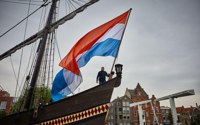 Museumschip de Halve Maen ligt in de Achterhaven in Delfshaven.