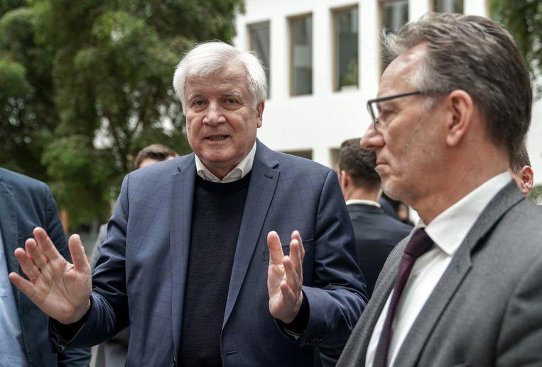 De Duitse bondsminister van binnenlandse zaken Horst Seehofer na een persconferentie over de aanslag in Hanau. Beeld EPA