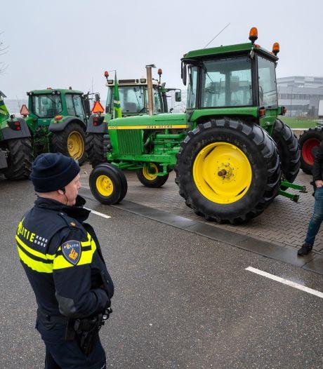 Albert Heijn: 'Boerenblokkades onacceptabel'; boeren stoppen acties tijdens lockdown