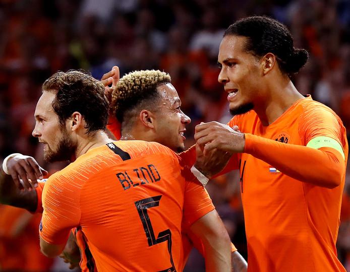 Blind, Memphis en Van Dijk juichen na een goal tegen Duitsland.