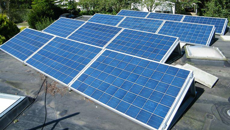 Sinds 2011 produceren mijn panelen veel stroom. De kostprijs per kWh is sindsdien al gehalveerd en die prijs blijft nog sterk dalen. Beeld Vincent Dekker
