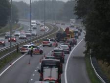 Politie lucht hart over asociaal gedrag op A73 na ongevallen: Bestuurders rijden vol door brokstukken