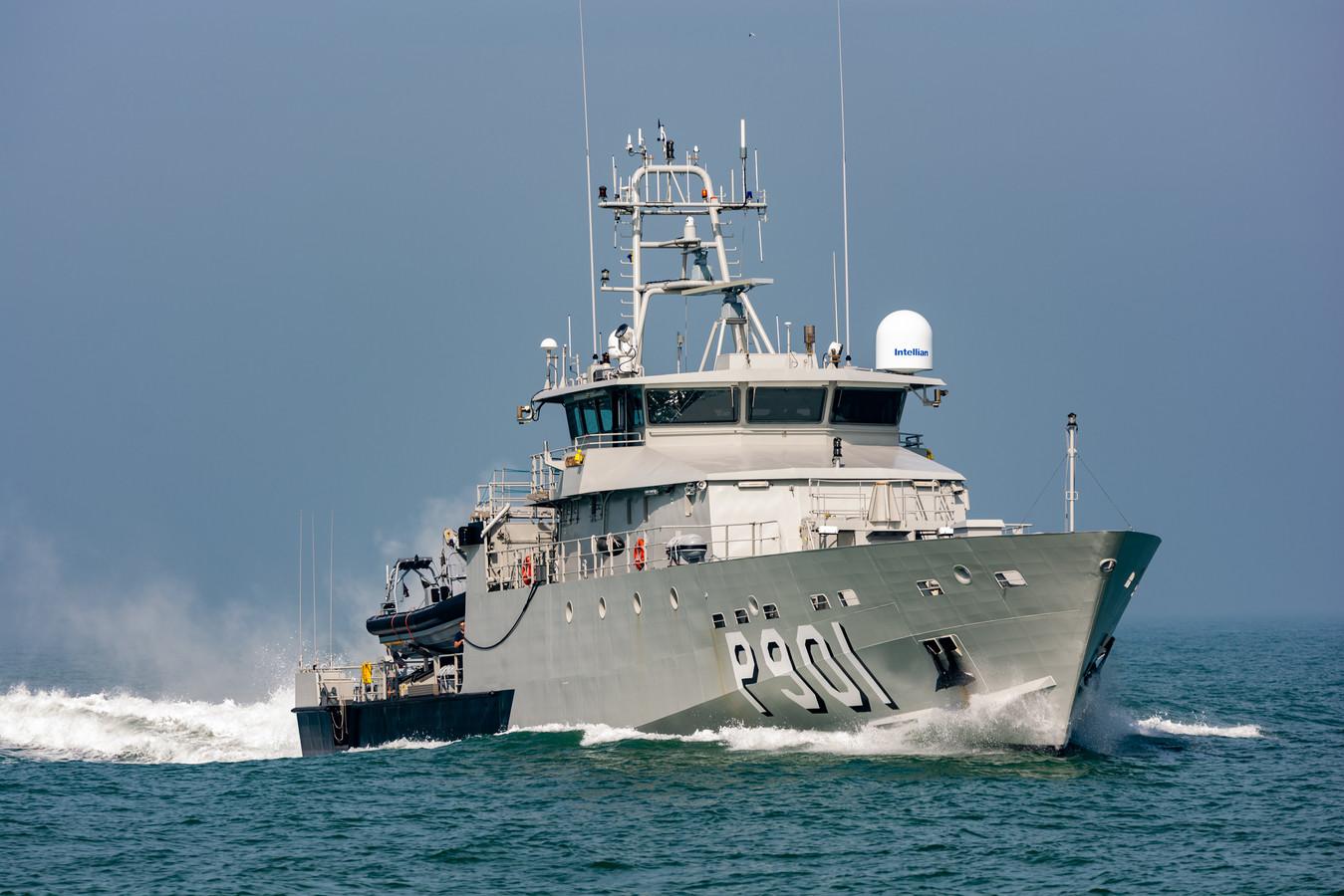 De P901 Castor van de Belgische marine plukte het trio op het rubberbootje uit zee, zo'n 25 kilometer voor de kust van Oostende.