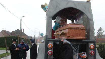 Video's. Toch uitslag voor door storm afgelaste carnavalsstoet: Begrafenisstoet Goedemor grote winnaar, podiumplaats voor elke groep