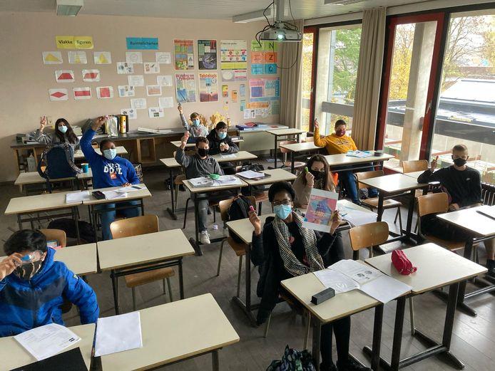 De leerlingen van het GO! Atheneum Denderleeuw krijgen deze week een kleine attentie en een klasposter 'Crème van een klas' met één of meerdere positieve eigenschappen van de klas.