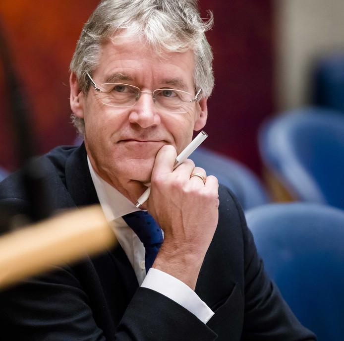 2017-12-06 11:25:24 DEN HAAG - Minister Arie Slob voor Basis- en Voortgezet Onderwijs en Media (ChristenUnie) in de Tweede Kamer tijdens het debat over de onderwijsbegroting van het nieuwe kabinet. ANP BART MAAT