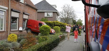 Automobilist in Sprang Capelle rijdt woning buren binnen door falend gaspedaal