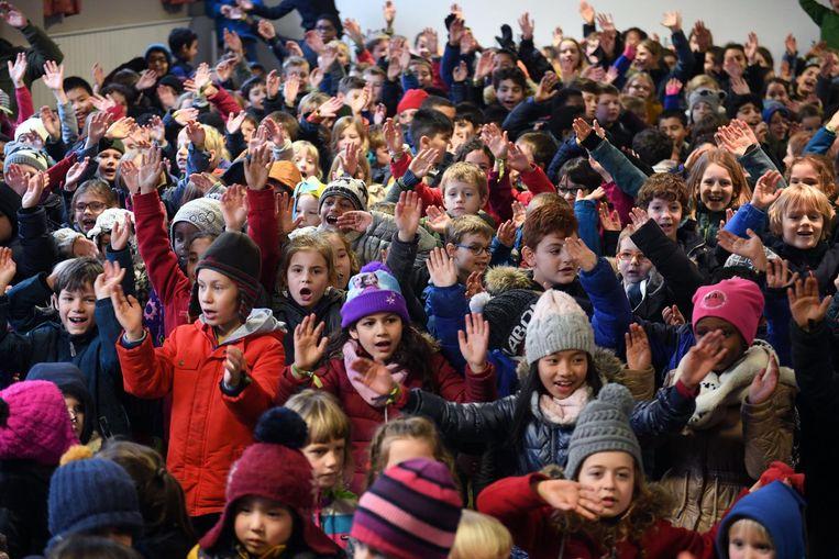 De kindjes van De Mozaïek vieren hun Pesten-dat-kan-niet-prijs.