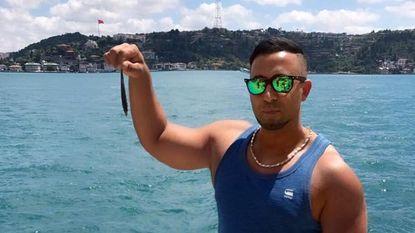 """Man die schoonvader doodschoot, krijgt 17 jaar cel maar blijkt spoorloos: """"Hij post selfies vanuit Istanboel"""""""