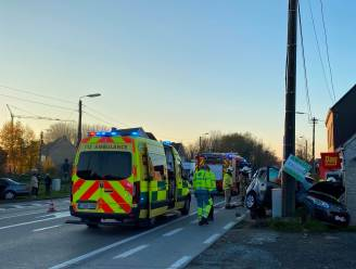 Ouder koppel gekneld in wagen na zwaar ongeval vlakbij Vijfhuizen in Erpe-Mere