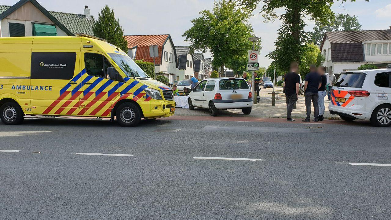 Een vrouw is woensdag gewond geraakt bij een aanrijding in Enschede.