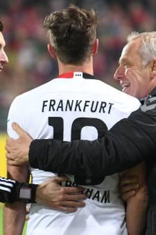 Les joueurs de l'Eintracht Francfort montrent l'exemple avec un maillot insolite