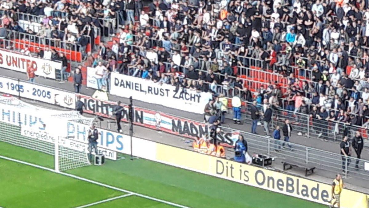 Zaterdag werd op de Oost-tribune bij PSV al stilgestaan bij het overlijden van Daniël van Bokhoven.