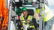 Allereerste Antwerpse woonwijk verwarmd door industriële restwarmte: gouverneur Cathy Berx legt eerste symbolische warmtebuis