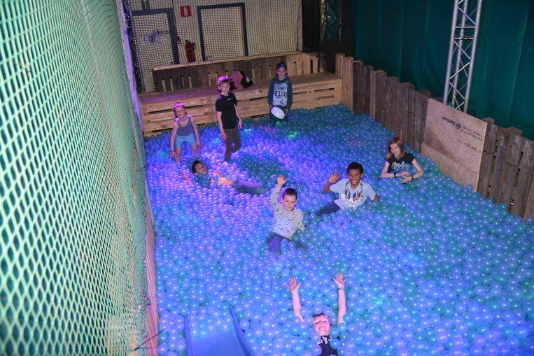 Grootste ballenbad in Tervuren Vossem, kinderen konden voor de fuif zich uitleven