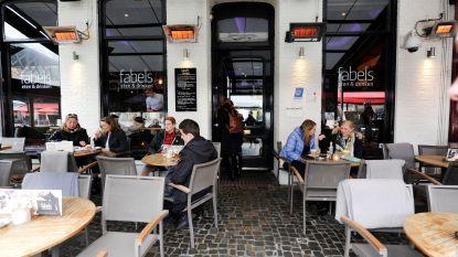 Nederlandse serveerster (21) geslagen omdat ze gestolen wijnglas terugvroeg