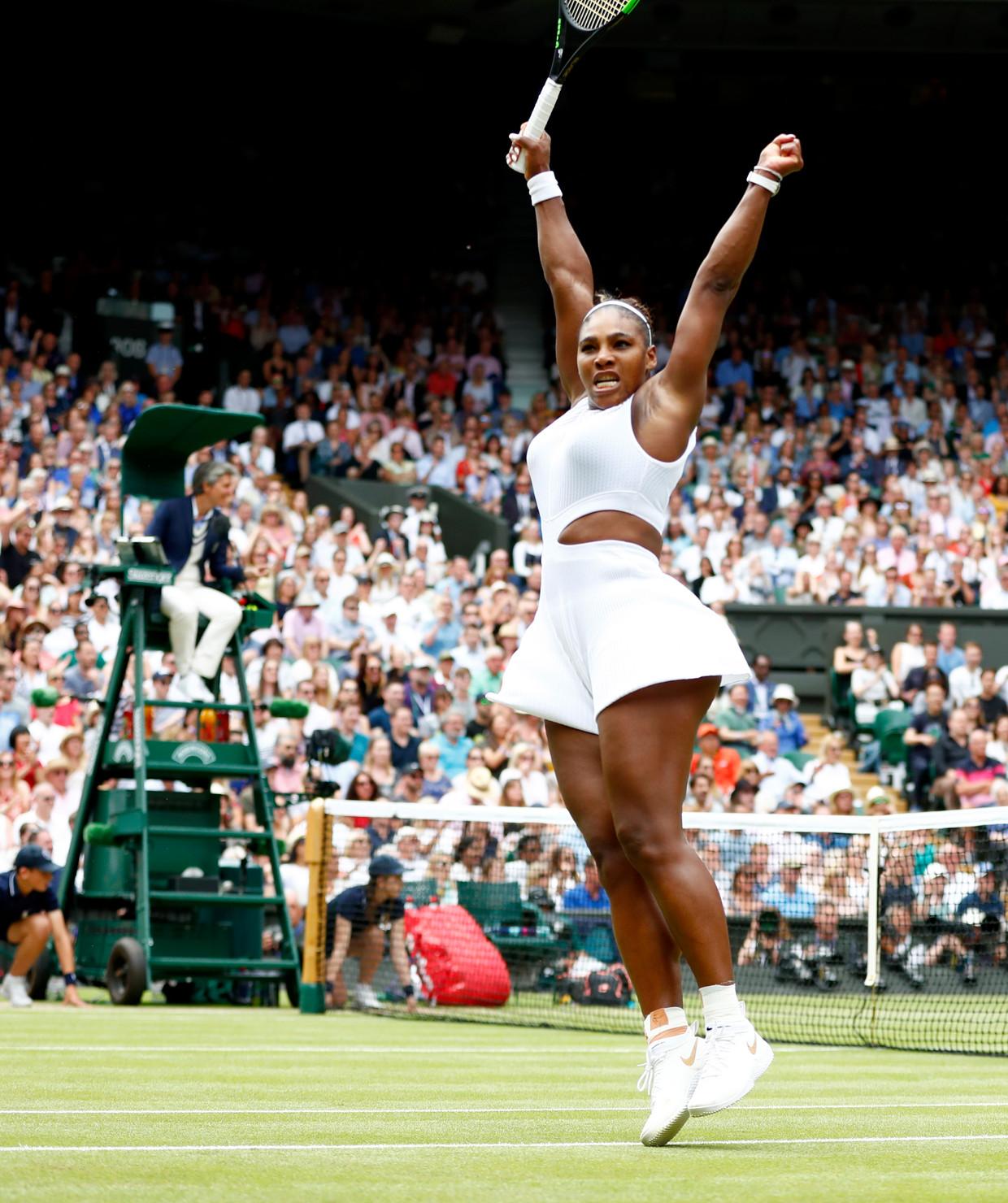 Serena Williams juicht na het bereiken van de halve finales. Beeld EPA