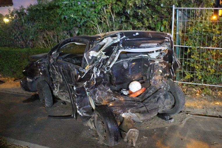 Het aangereden voertuig raakte zwaar beschadigd