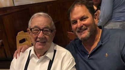 Vader en zoon sterven allebei aan corona nadat ze op zelfde dag in ziekenhuis beland waren