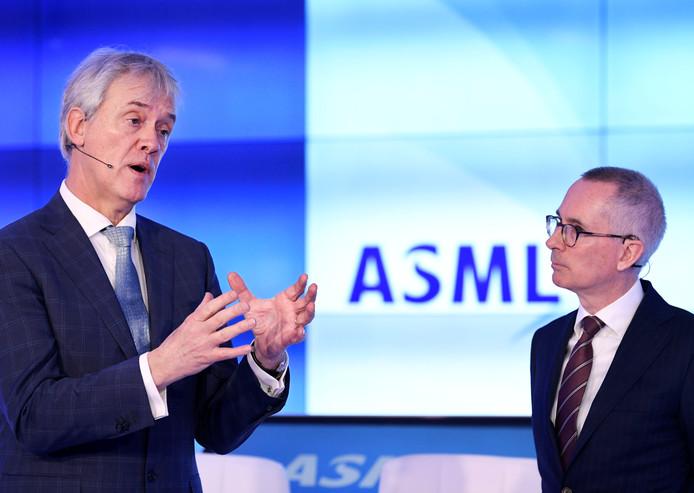 Bestuurders Peter Wennink (l) en Roger Dassen van ASML.