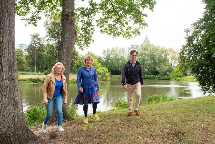 Sjan van Ginneken, Geertje Nijhoving en Willem Jan Goossen in het Wilhelminapark in Breda.